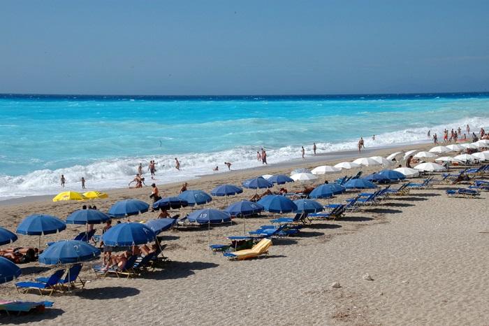 Spiaggia costa occidentale dell'isola di Lefkada, spiaggia di Katisma, spiagge bianche a picco sul mare azzurro pastello