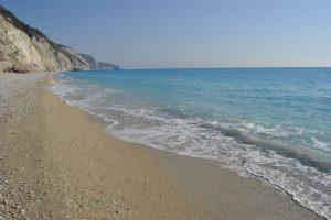 spiaggia costa occidentale lefkada, Kavalikefta, spiaggia costa occidentale lefkada, Kavalikefta, spiagge della costa occidentale dell'siola di Lefkada, sono le spiagge più selbvagge dell'isola di Lefkada, con colori del mare mozzafiato, straordinari tramonti sul mare, passeggiate sulle lunghe spiagge che in alcuni tratti sono talmente riservate che sono utilizzate per il naturalismo Come organizzare la propria vacanza a Lefkada in grecia