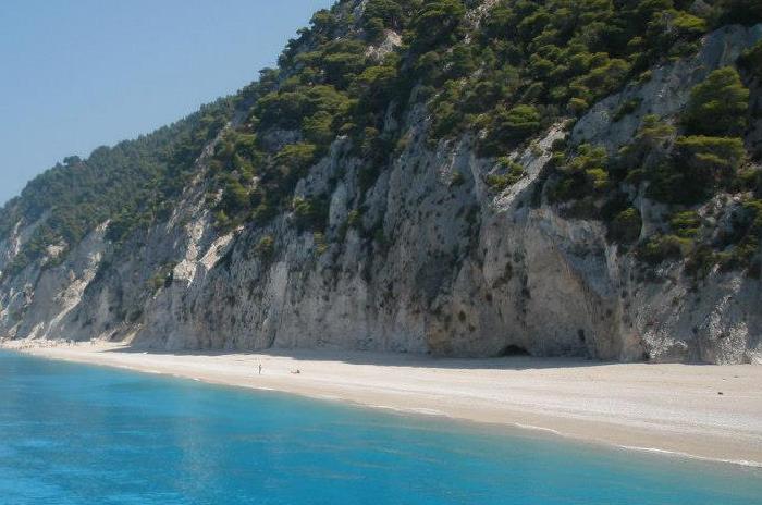 spiaggia di costa occidentale, Egremni a Lefkada, Spiaggia costa occidentale dell'isola di Lefkada, spiagge bianche a picco sul mare azzurro pastello a Lefkada