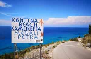 spiaggia di Kalamitzi, megali petra, kavalikefta, cantina
